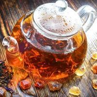 composição de chá em um fundo de madeira foto