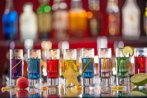 aperitivos na mesa do bar