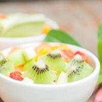 salada de frutas para saudável foto
