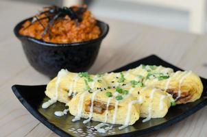 sushi de ovo japonês foto