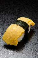sushi de ovo foto