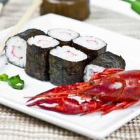 rolos de sushi foto