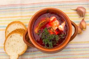 sopa e pão ucranianos foto