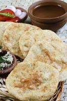 urad dal puri pão sírio indiano. foto