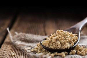 porção de carne de soja (na madeira) foto