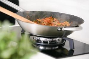 cozinhar macarrão foto