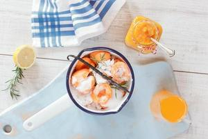 marmelada de damasco caseira foto