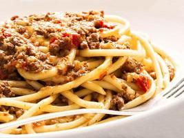 espaguete italiano rústico à bolonhesa foto