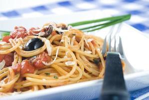 espaguete puttanesca foto