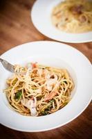 espaguete de frutos do mar foto