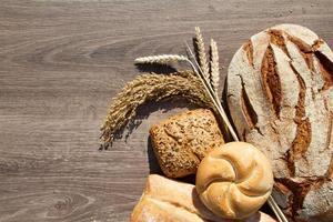 pão de padaria e feixe foto