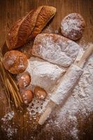 farinha e pão foto
