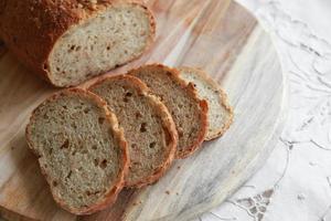 pão de fermento fatiado