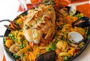 paella com lagosta foto