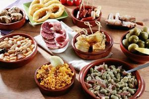 variedade de tapas espanholas foto