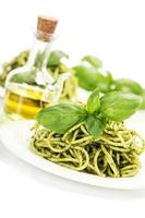deliciosa massa italiana com molho pesto foto