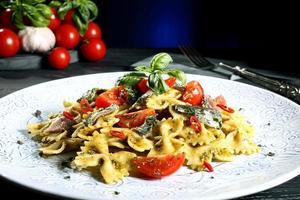 massa italiana com anchovas foto