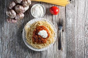 espaguete com molho de tomate. foto