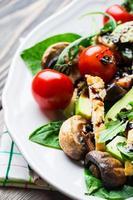 salada de frango com abacate foto