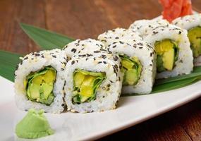 sushi com legumes foto