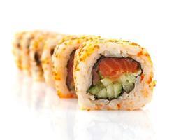 rolo de sushi isolado foto