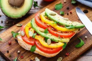 sanduíche de abacate foto