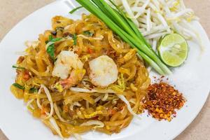 pad thai (comida de rua tailandesa) foto