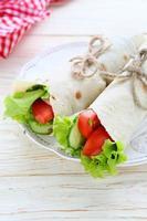 pão árabe com legumes