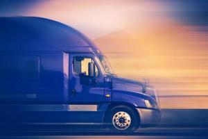 conceito de caminhão em alta velocidade foto