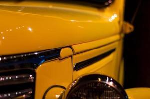 carro velho amarelo foto