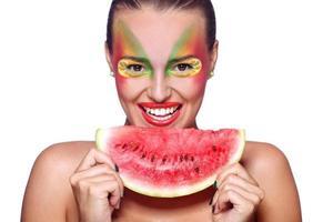 retrato do rosto de modelo de mulher bonita com maquiagem linda foto