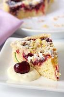 torta de cereja e amêndoa foto