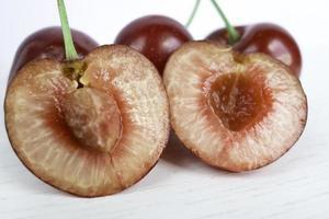cerejas maduras, polpa vermelha.