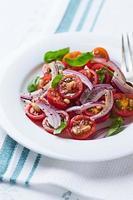 salada de tomate cereja com pinhões foto