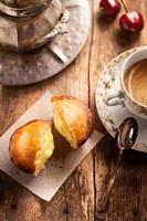 colagem com pasticciotto leccese e café foto