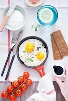 ovos fritos no café da manhã foto