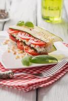 aperitivo italiano de legumes e queijo foto