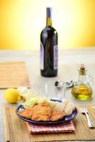 schnitzel com legumes foto