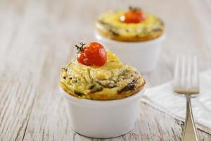 omelete com tomate cereja de espinafre foto