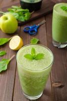 smoothie de ervas frescas foto