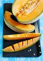 fatias de melão cantalupo. vista do topo foto