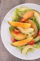 salada com melão e abacate foto