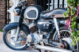 moto velha em lugar vintage foto