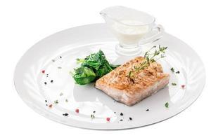 salmão grelhado com espinafre foto
