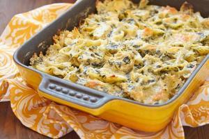 macarrão cozido com espinafre foto