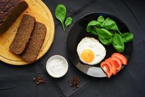 café da manhã leve de produtos frescos foto