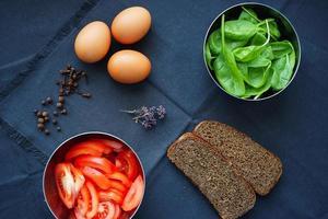 comida fresca no café da manhã foto