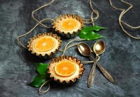 torta feita à mão, tortinha com coalhada de limão foto