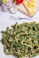 macarrão com espinafre foto