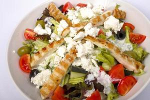 salada de frango com queijo feta